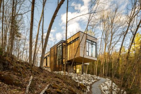 porte à faux - Holiday-Home-Hangs par Christopher Simmonds Architects - Val-des-Monts, Québec