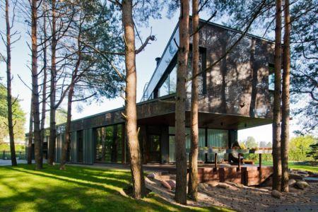 porte à faux - Modern Family House par 4PLIUS Architects - Vilnius, Lituanie