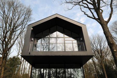 porte à faux - Sous-bois par Luc Spits Architecture - Liege, Belgique