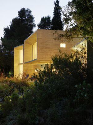 porte à faux de nuit - Maison Le Cap par Pascal Grasso - Var, France