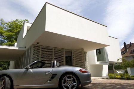 porte à faux entrée - Villa contemporaine par Clijsters Architectuur Studio - Bilthoven, Pays-Bas