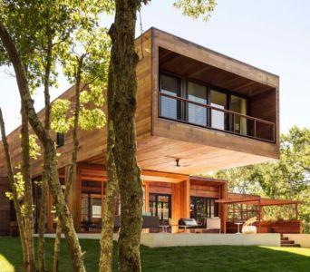 porte à faux et terrasse - Hamptons Home In The Woods par Rangr Studio - Southampton, New York, Usa