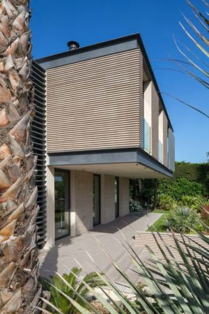 porte à faux façade - maison H3 - villa-contemporaine par Vincent Coste Architectes - St-Tropez - Photo Florent Joliot