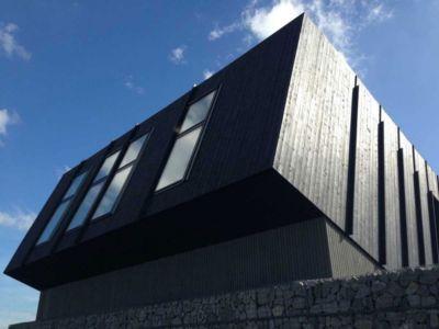 porte à faux incliné - ZEB Pilot House par Snøhetta - Larvik, Norvège