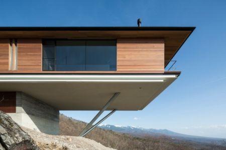 porte à faux - maison bois contemporaine par kidosaki-architects - Yutsugatake, Japon