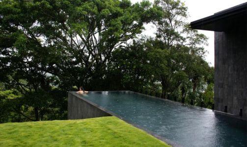 porte à faux piscine - Casa Altamira par Joan Puigcorbé - Costa Rica