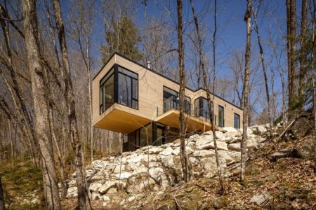 porte à faux sur falaise - Holiday-Home-Hangs par Christopher Simmonds Architects - Val-des-Monts, Québec
