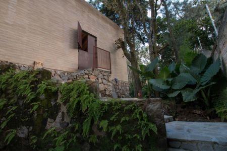 porte dérobée - Pinar house par MO+G Taller de arquitectura - Zapopan, Mexique
