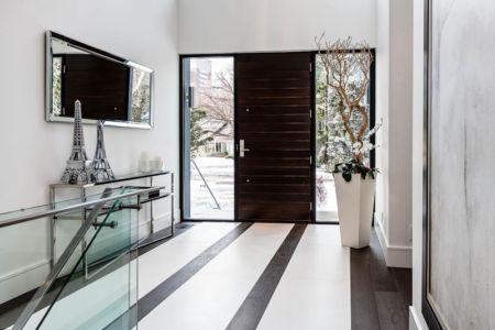 porte entrée - Ashley Park House par Barroso Homes - Toronto, Canada