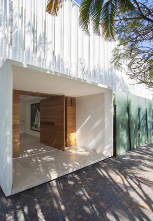 porte entrée - Brise House par Gisele Taranto Arquitetura - Rio de Janeiro, Brésil