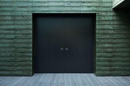 porte entrée - Ishikiri House par Sugawaradaisuke - Osaka, Japon