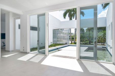 porte entrée et bassin - Gross-Flasz Residence par One d+b Miami - Harbor Island, Usa