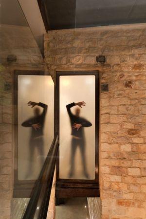 porte vitrée - Stone-House par Henkin Shavit Architecture & Design - Safed, Israël