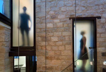 portes vitrées - Stone-House par Henkin Shavit Architecture & Design - Safed, Israël