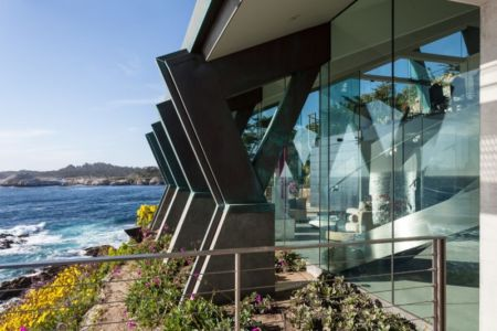 poutres façade - Carmel Highlands Residence par Eric Miller Architects - Carmel-By-The-Sea, Usa