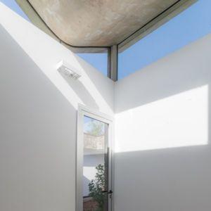 puits de lumière - House in Q2 par Santiago Viale - Mendiolaza, Argentine