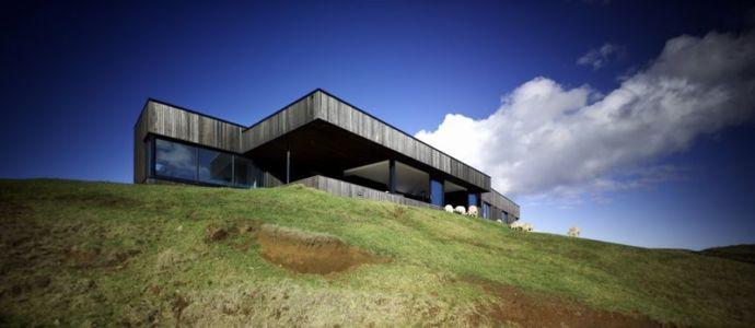 vue contreplongée façade principale - Modern farmhouse par Pattersons - Muriwai, Nouvelle-Zélande
