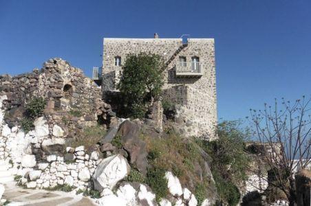 relief en pierres - Sterna Nisyros par  Giorgos Tsironis - Nisyros en Grèce