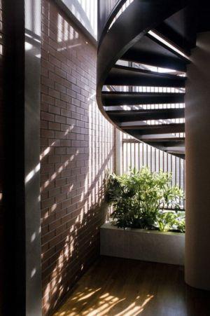 rez de chaussée & vue escalier accès étage - maison exclusive par Aamer Architects - Singapour