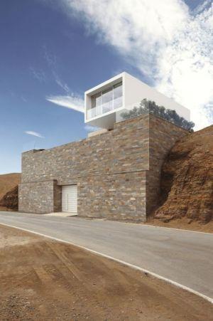 route accès - House-Poseidon par Domenack arquitectos - Pucusama, Pérou