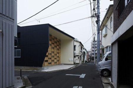 façade rue - checkered-house par Takeshi Shikauchi - Tokyo, Japon