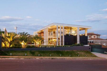façade rue - Botucatu-House par FGMF Arquitetos - Botucatu, Brésil