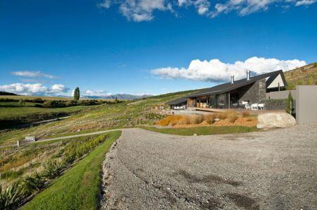 route accès - modernist-style-house par Herriot+Melhuish Architecture - Central Otago, Nouvelle-Zelande