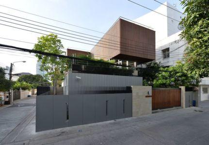 route & façade clôture - Joly House par StuDO Architectes - Bangkok, Thaïlande