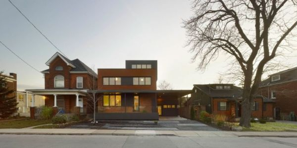 route principale accès - Renovates-Private-Residence par Dpai Architecture - Hamilton, Canada