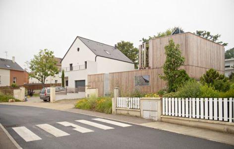 route principale accès - vlb-maison-bbc par Detroit Architectes - Verrières-le-Buisson, France