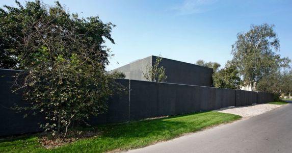 façade route - safe-house par Robert Konieczny – KWK Promes - Varsovie, Pologne