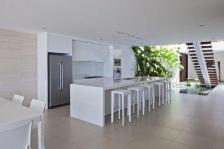 séjour & cuisine - sofka par MM++ Architects - Phan Thiet, Vietnam