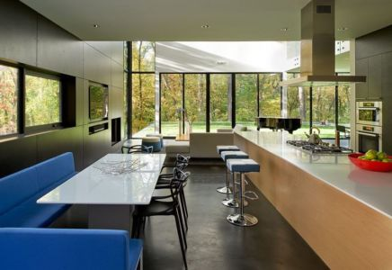 séjour & îlot central de cuisine - Hills-House par Robert M. Gurney - Maryland, USA