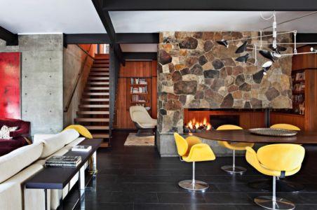 séjour, cheminée et escalier - La Cañada Residence par Jamie Bush & Co. - Sierra Madre, Usa