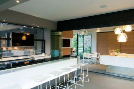 séjour & cuisine - House-in-Blair-Atholl par Nico van der Meulen Architectes - Johannesburg, Afrique du Sud
