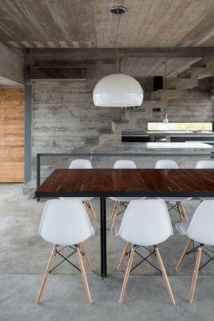 séjour & cuisine - House-three-forms par Luciano Kruk - Buenos Aires, Argentine
