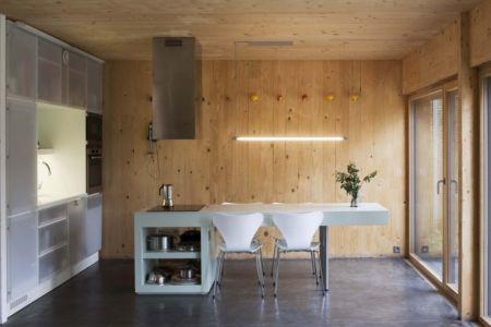 séjour cuisine - Witzmann résidence par Karawitz Architecture - France -  Photo Nicholas Calcott