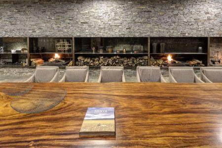 séjour et cheminée - Casa BS par  Elías Rizo Arquitectos - Tapalpa, Mexique