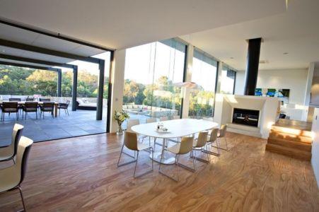 séjour et cheminée - House 14 par Dane Richardson Design - Eagle Bay, Australie