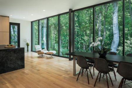 séjour et cuisine - Bridge House par Höweler + Yoon Architecture - McLean, Usa