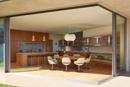 séjour et cuisine - Chatauqua Residence par Studio William Hefner - Californie, Usa