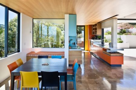 séjour et cuisine - Korokoro House par Parsonson Architects - Korokoro, Nouvelle Zélande