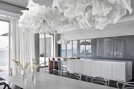 séjour et cuisine - Peribere Residence par Max Strang Architecture - Biscayne Bay, Usa