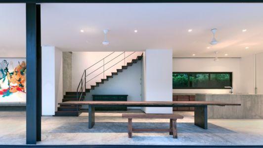 séjour et cuisine - Swiss family house par Architectkidd - Bang Saray, Thaïlande