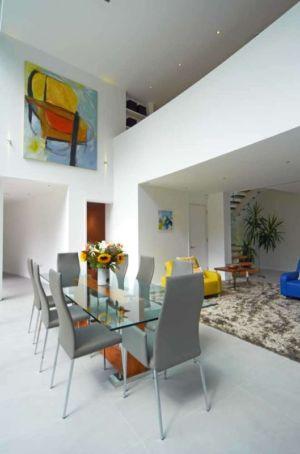 séjour et mezzanine - Cherry Orchard par Western Design Architects - Branksome, Royaume Uni
