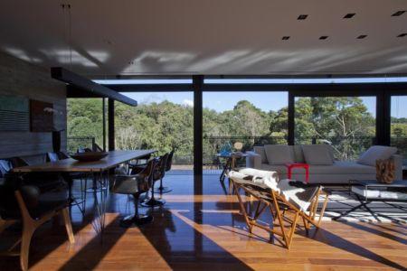 séjour et salon - LM Residence par Marcos Bertoldi Arquitetos - Campo Comprido, Brésil