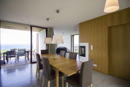 séjour et terrasse - Casa do Miradouro par Dirck Mayer - Ponta Delgada, Madère, Portugal