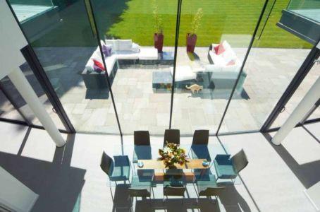 séjour et terrasse - Cherry Orchard par Western Design Architects - Branksome, Royaume Uni