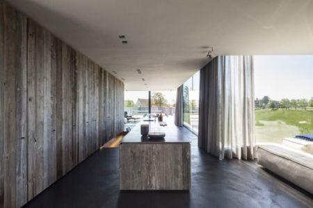 séjour & grande ouverture extérieure - Graafjansdijk-House par Govaert & Vanhoutte Architects - Belgique