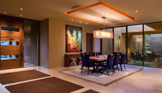 séjour & mini salon avec jardin intérieur - desert-residence par Shelby Wilson - Arizona, USA